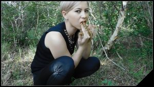 Breakfast in the forest with shit – KatyaKASS  [Poop Videos, Scat solo, Smearing]