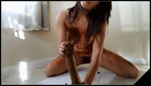 Littlefuckslut – Smelly Poop Handjob and Body Smear [Scat, shit, defecation, pissing, smearing, masturbation, dildo masturbation, shitty ass]