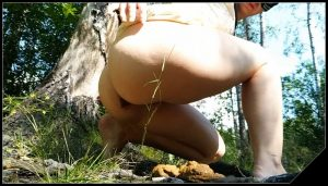 Nastygirl – Hot Pooping in Park During Menstruation [Scat solo, shit, defecation,Big Shit, Pissing, Shitty ass]