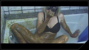 Woman Scat Smear 375 – [Scat, shit,defecation,Smearing, Masturbation, Fisting]