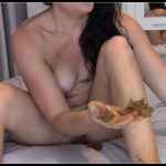 EvaMarie88 – Poo And Smear On Feet [Scat solo, shit, defecation, Smearing,  Dirty Ass, Masturbation]