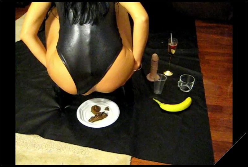 Gourmet Kaviar cooks by Mistress Antonella [Scat, shit,defecation,Pissing, Masturbation,Dildos,Smearing]