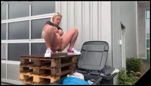 Blonde shit in a trash can [Scat solo, shit, defecation, Pissing,  Masturbation]