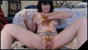 Dirtygardengirl – Loose Poop Smearing 2 [Scat solo, shit, defecation, Masturbation, Smearing]